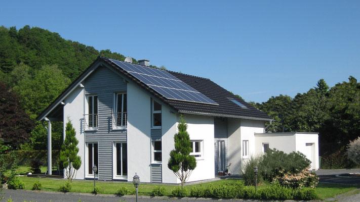 Haus Hirsekorn: Gelungenes Wechselspiel zwischen Putz- und Holzfassade