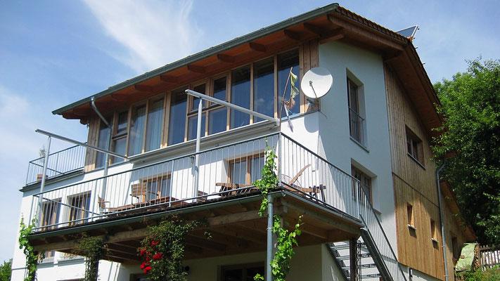Haus Hitschfeld: Wohnen im Dreiklang Stroh, Lehm , Holz