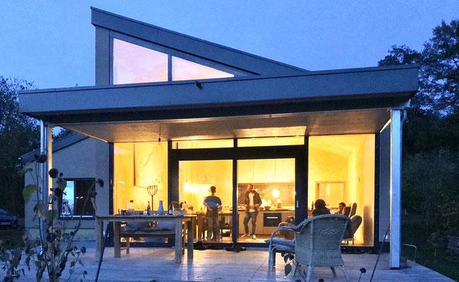 Haus Vidovic: Abendstimmung vor und im TreibholzHaus