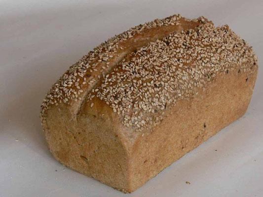 Sesam-Hefebrot - mit 84% Dinkel- und 16% Kamutvollkornmehl