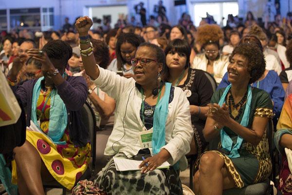 Plenaria apertura del Foro con cantos y rituales feministas