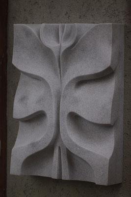 Blumenrelief / Marmor / Anna Erdin