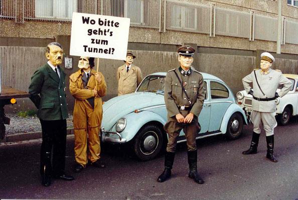 Darsteller der Straßeninszenierung des Anachronistischen Zugs in Berlin 1993