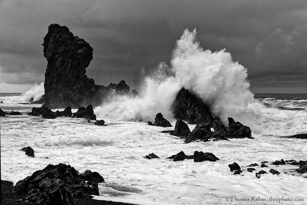 Iceland, wave crashing