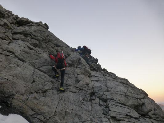 Gerlinde im Abstieg zur Leiter, als hätte sie nie was anderes gemacht