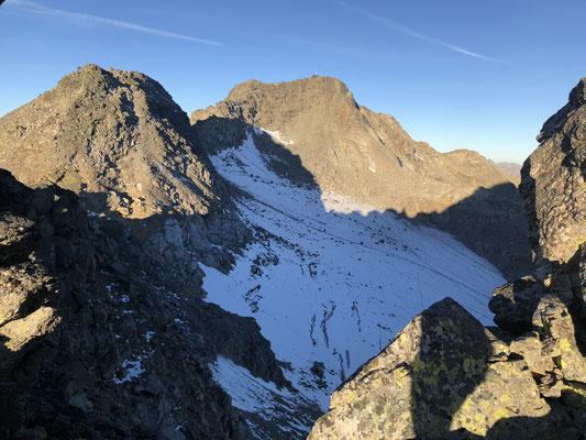 am Grat ein wunderschöner Blick auf den Piz Sesvenna mit dem Gletscherbecken