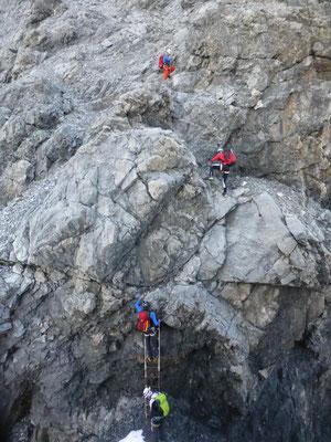 Über die Leiter im Gänseschritt