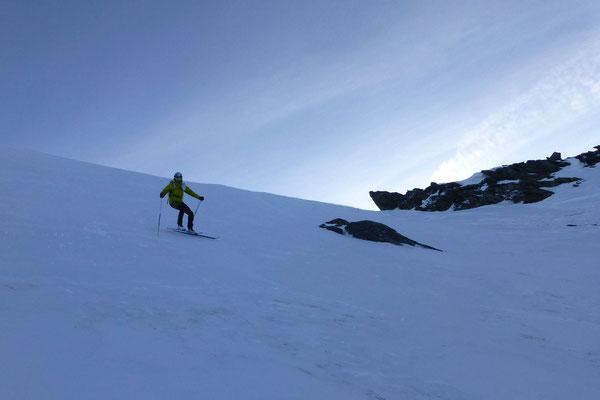 Der Gipfelhang hart durch den starken Wind der letzten Tage (Monate?)