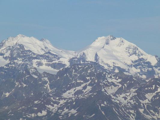 rechts der Biancograt vom Bernina, links der Palü