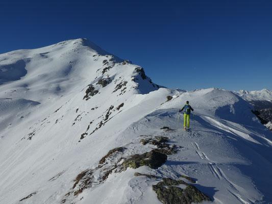 über den Grat, welcher im Sommer einfacher ist als mit den Skiern