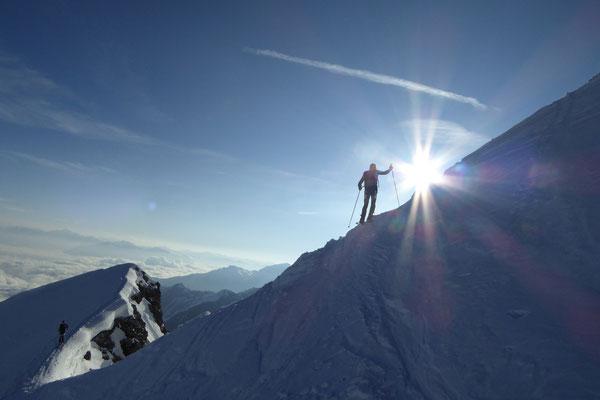 Tini am Übergang zum Gipfel, Stefan am Grat etwas unterhalb