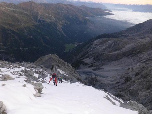 Vor der Leiter, die ersten Schneefelder
