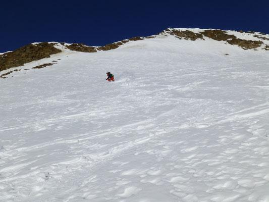 Abfahrt des Gipfelhanges, Toni mit Kraft in den Beinen wie ein Jungspunt