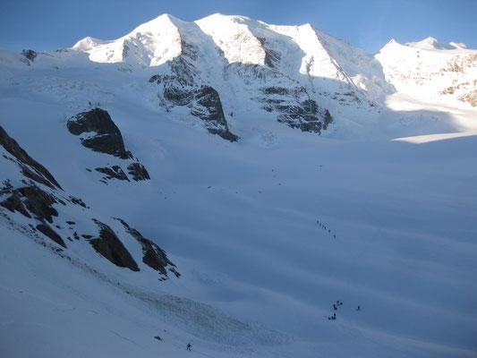 Franz in der ersten Abfahrt, am Gletscher schon reichlich Bewegung