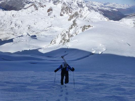 Der Gipfelhang mit Tiefblick