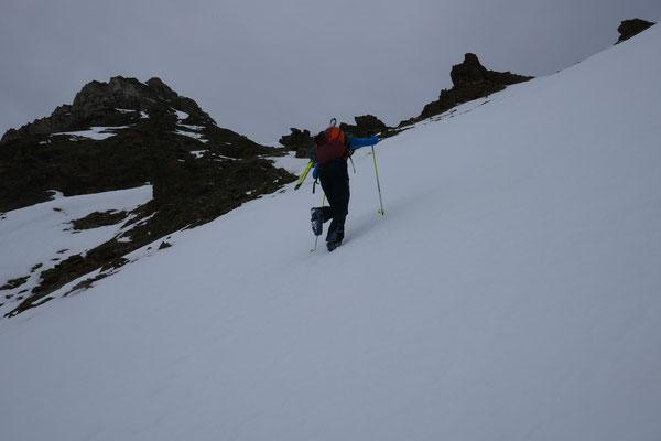 Nachdem wir die Furkelspitze umgangen sind, machten wir Ansturm auf den Tartscher Kopf, dies von der schweizer Seite aus