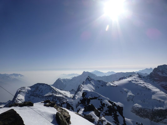 Schleierwolken, knapp an der Gipfelhöhe