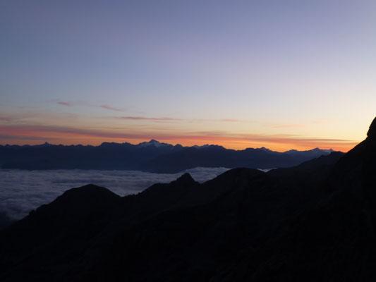 Eine tolle Morgenstimmung wurde uns geboten, das Tal bedeckt, darüber wunderschön