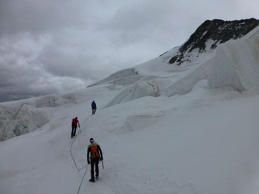 dann am Gletscher angelangt, gings dort ohne Ende weiter und weiter
