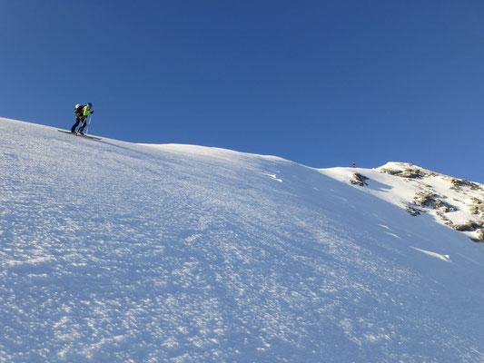 Patti vorne, Tini hinten nach - im Gipfelhang