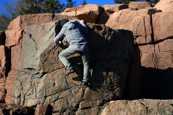 Jean en pleine séance d'escalade, Thunder Hole, Acadia National Park, ME, USA