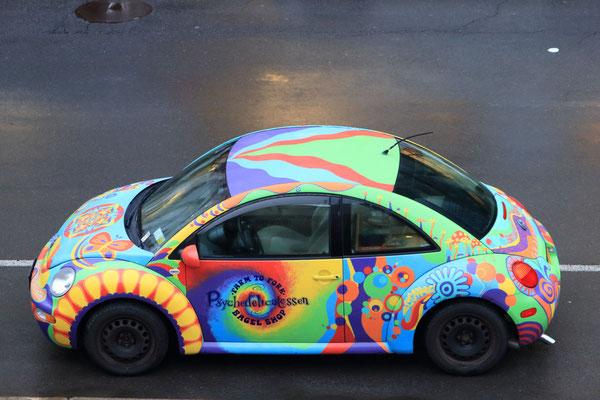 La voiture aux couleurs du magasin de bagels. Victorian Stroll, Troy, NY, USA