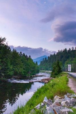 Retour vers le camping à la tombée de la nuit - Au Sable river