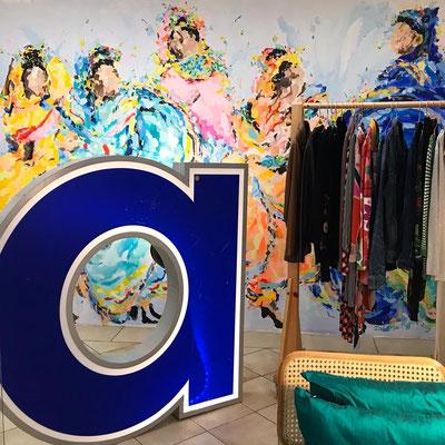 Das Wandgemälde im dekorierten Laden