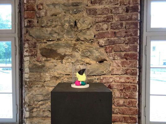 """Ausstellungsansicht """"Gal a Bubble"""", Zehntscheune, Stadthagen, 2019"""