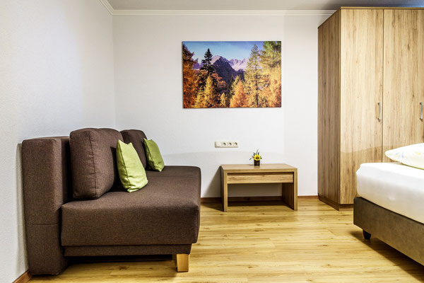 Fewo D - Schlafzimmer 1 mit Couch
