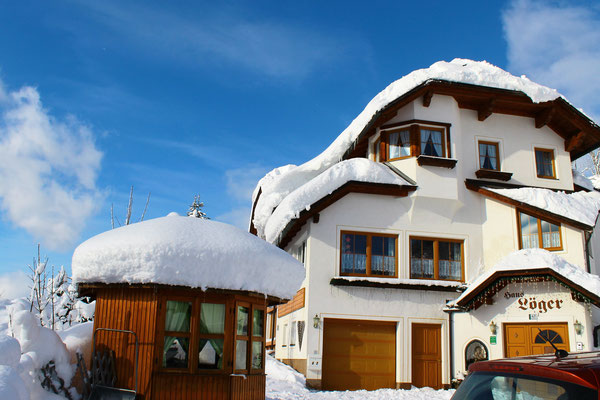 Haus Löger und viel Schnee - Haus Löger Apartments - Windischgarsten