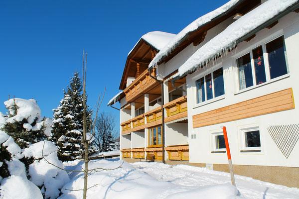 Südbalkone im Winter - Haus Löger Apartments - Windischgarsten