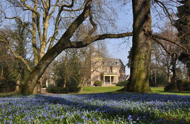 Das Garather Schloss mit seinem schönen Park
