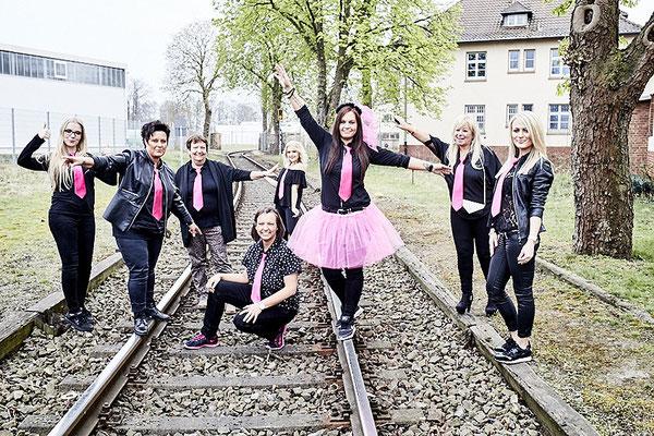 Junggesellinnen Fotoshooting auf Gleisen in Osnabrück