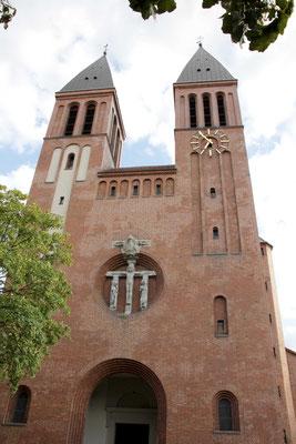 Aufführungsort: St. Ludwig  . . .
