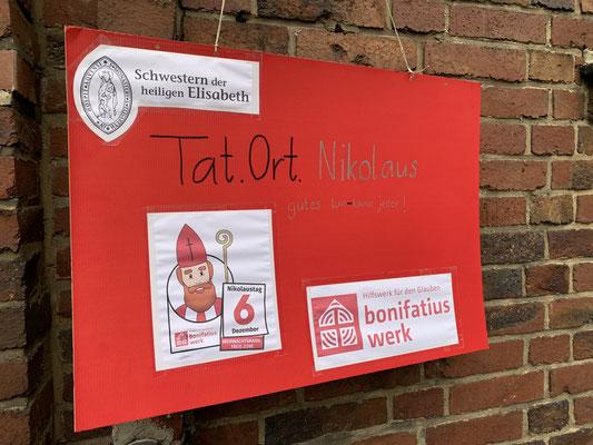Ein Schild weist auf den Tat.Ort.Nikolaus im Elisabethkloster in Aachen © Schwester M. Thea Kehl
