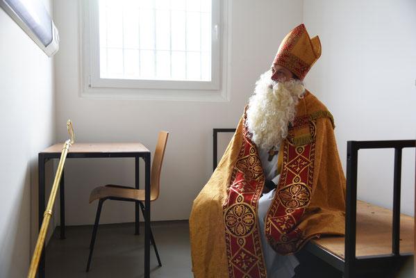 Nikolaus in einer Gefängniszelle © Theresa Meier