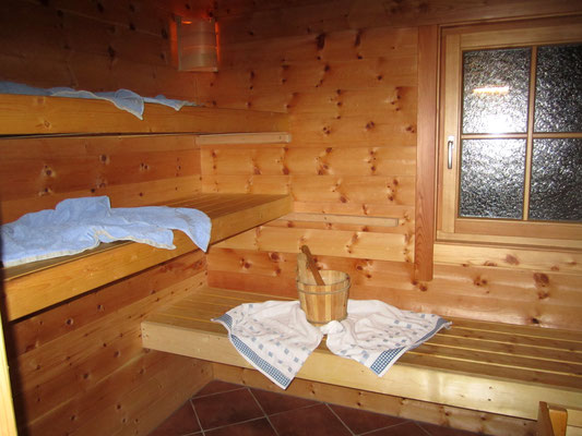Zirbenholzsauna in der Wurzelhütte