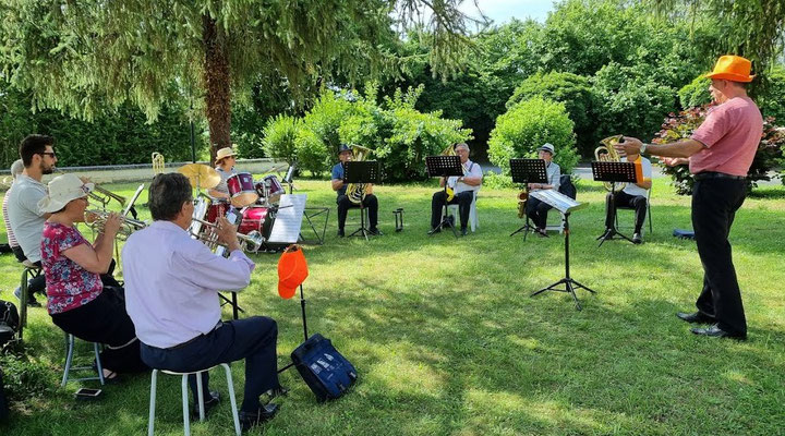 la Fanfare à la Roseraie de  Lencloître - 02/07/2021