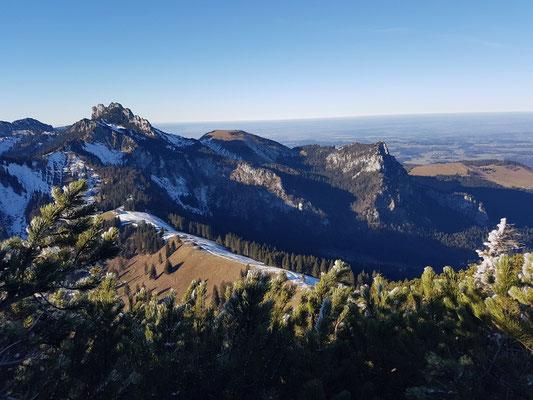Blick von Hochplatte auf Kampenwand 1.586m (30.12.2016)