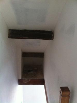 Trémis d'escalier avec une niche.
