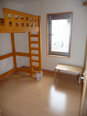 302号室。ロフトベッド付き。日当たり抜群!