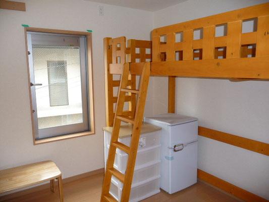 205号室。ロフトベッド付き。日当たり良!