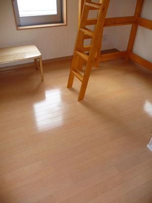 床も広々~~~♪ お気に入りのログマットを置いてもいいかも
