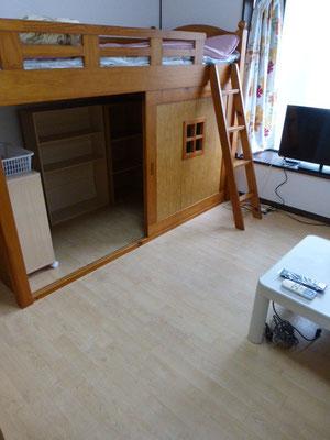 ベットも下の収納が大きく荷物が沢山入り、お部屋を広く使えます。実際は意外と広いです
