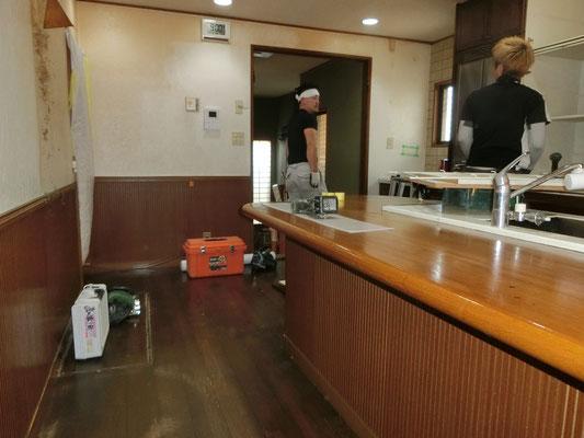 キッチンダイニング解体中