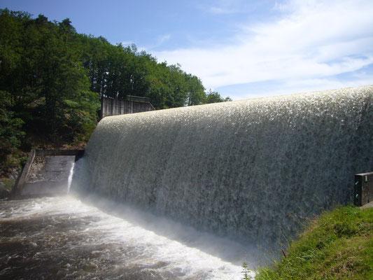 Le barrage de Langleret (commune de Bujaleuf), l'un des 7 qui jalonnent la Maulde.