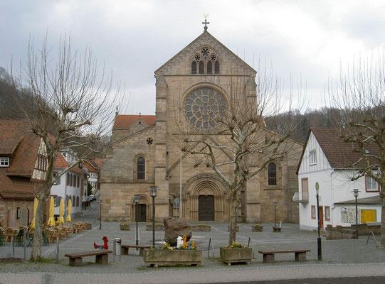 Kirchplatz und Abteikirche