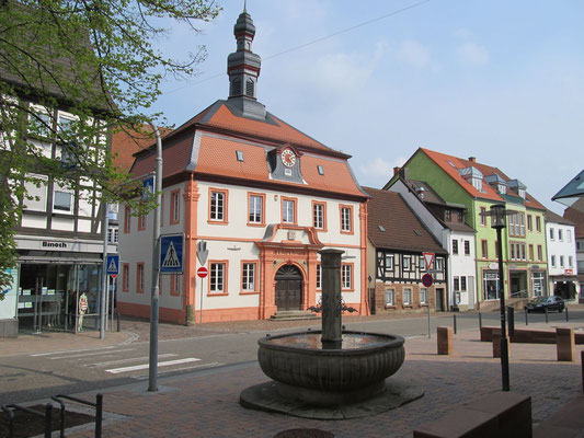 Altes Stadthaus und Marktbrunnen