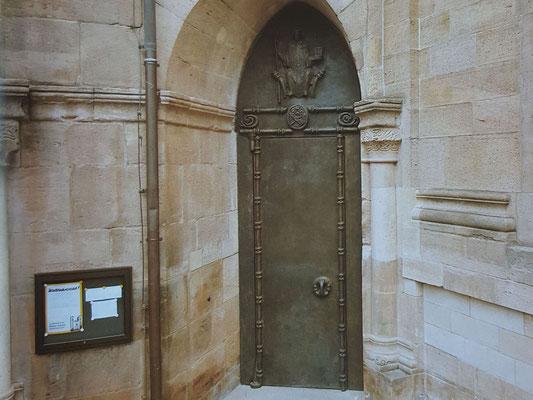 Das Bronzeportal aussen, Bild: H. Forsch